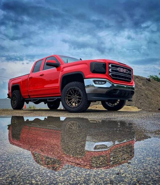 "GMC Sierra 1500 with MotoFab Lifts 2.5"" leveling lift kit."