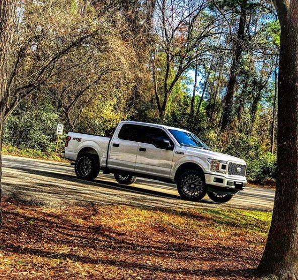 "Ford F150 Motofab 2.5"" leveling lift kit"