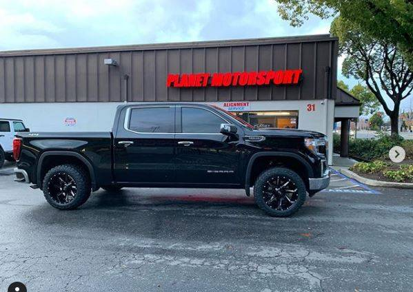 "GMC Seirra 1500  with MotoFab Lifts 2.5"" leveling lift kit"